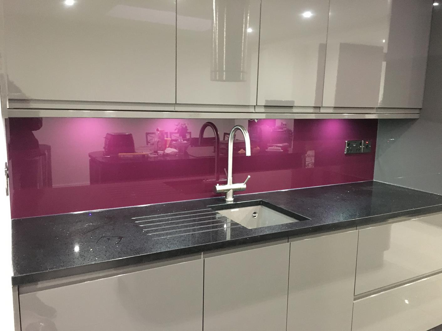 Kitchen splashbacks kent bespoke glass splashbacks for Purple paint in kitchen